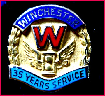 VINTAGE 10K GOLD WINCHESTER Repeating Arms 35 YEARS SERVICE AWARD PIN 10 k